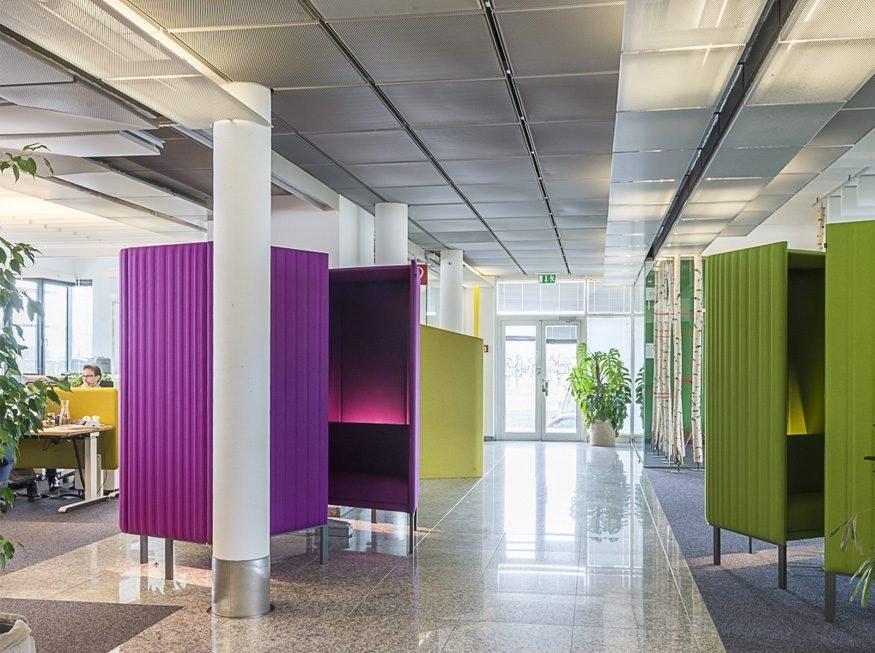 ambiente de trabalho com cabines acústicas da BuzziHive