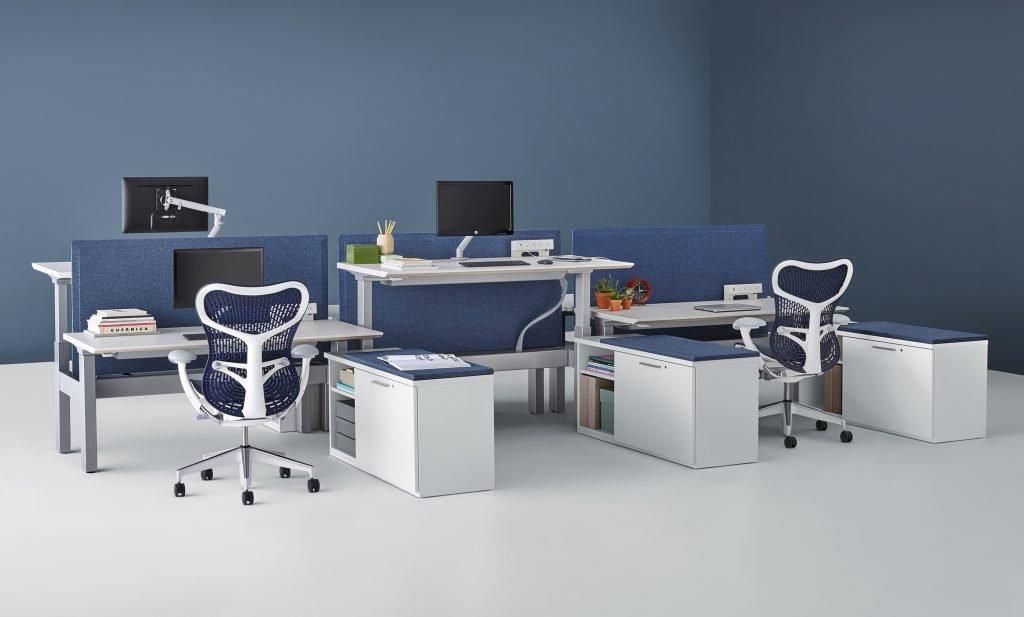 sistema de mesas azul da Herman Miller