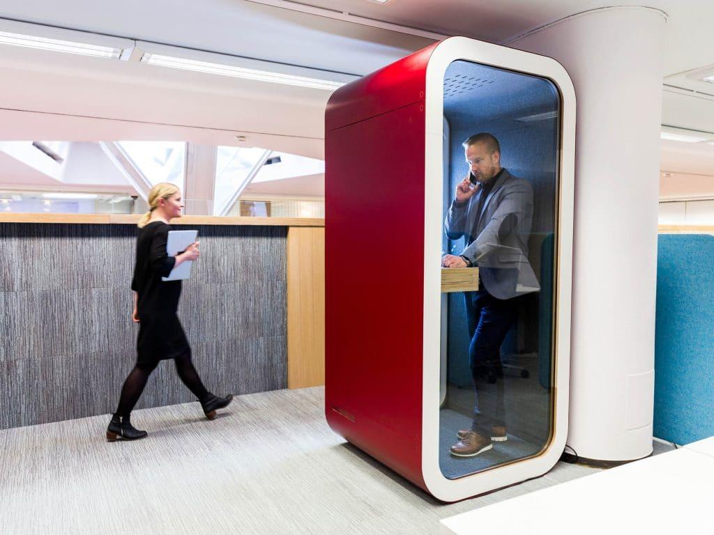 cabines acústicas Framery na cor vermelha