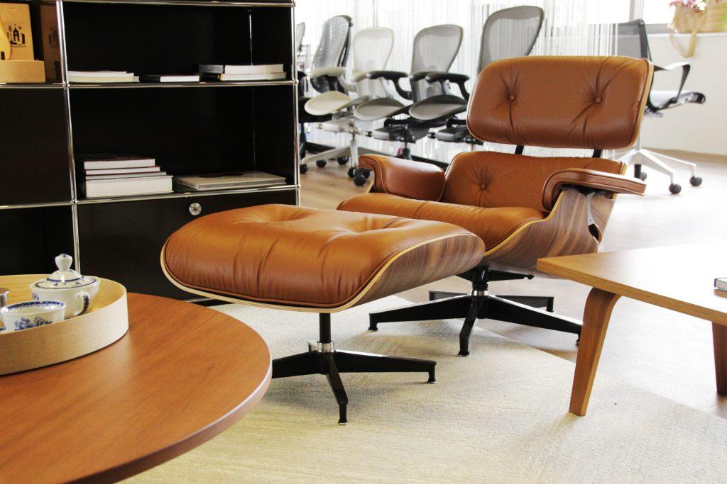 cadeira Eames Lounge beje da Herman Miller