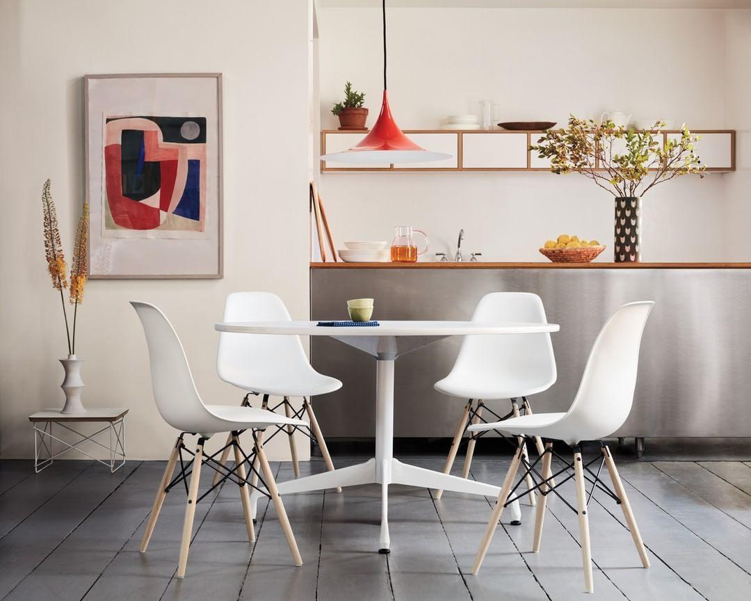 Cadeira Eames Molded Plastic na cor branca