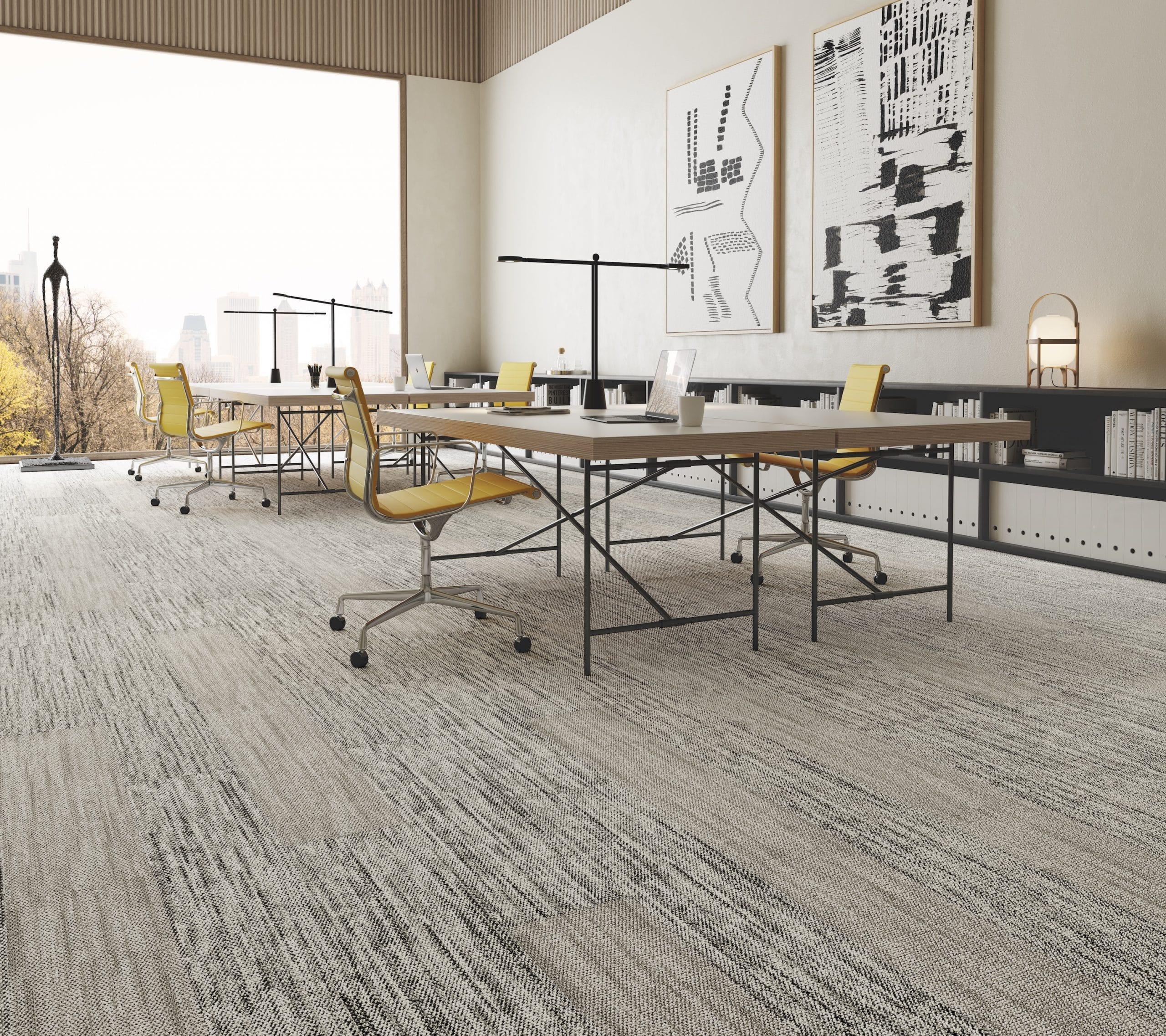 sala de reunião com carpete modular
