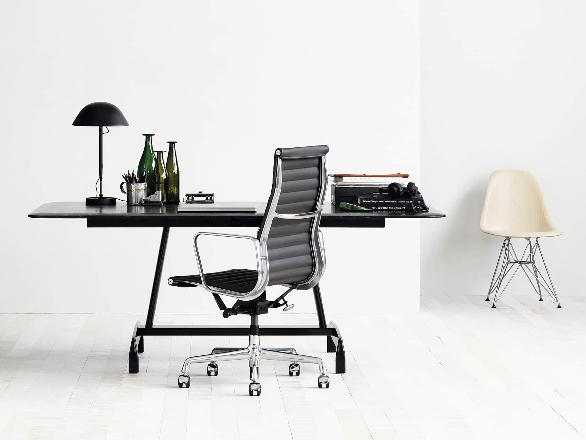 modelo de cadeira para escritório Cadeira Eames Aluminum