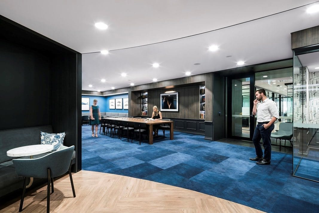 carpete azul da Shaw Contract