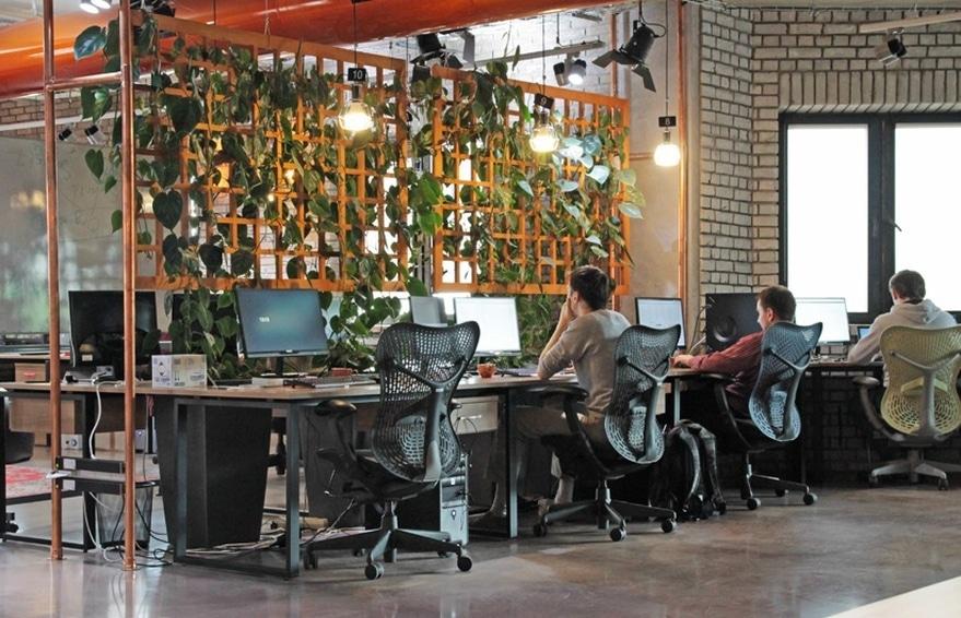 espaço de trabalho com produtos ergonômicos